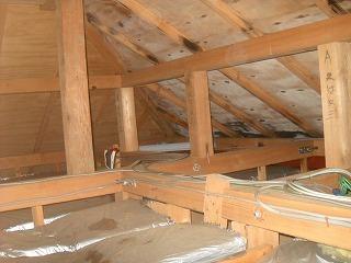 屋根裏変色