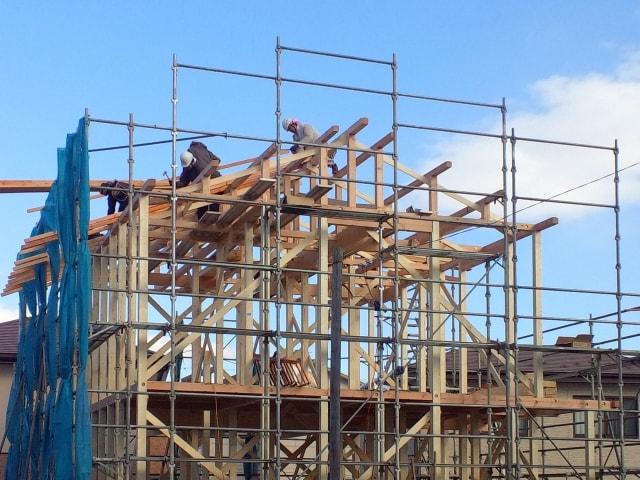 新築一戸建て工事中のチェックポイント⑨ 土台敷きから遂に上棟!