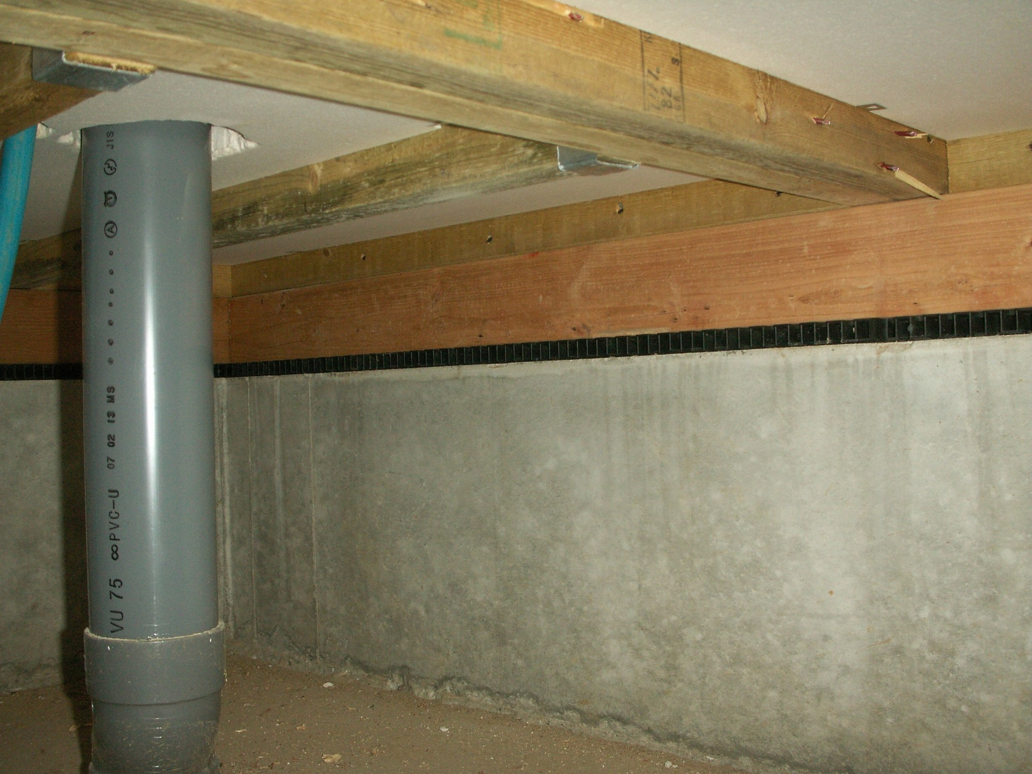 完成後の床下から見た基礎パッキン